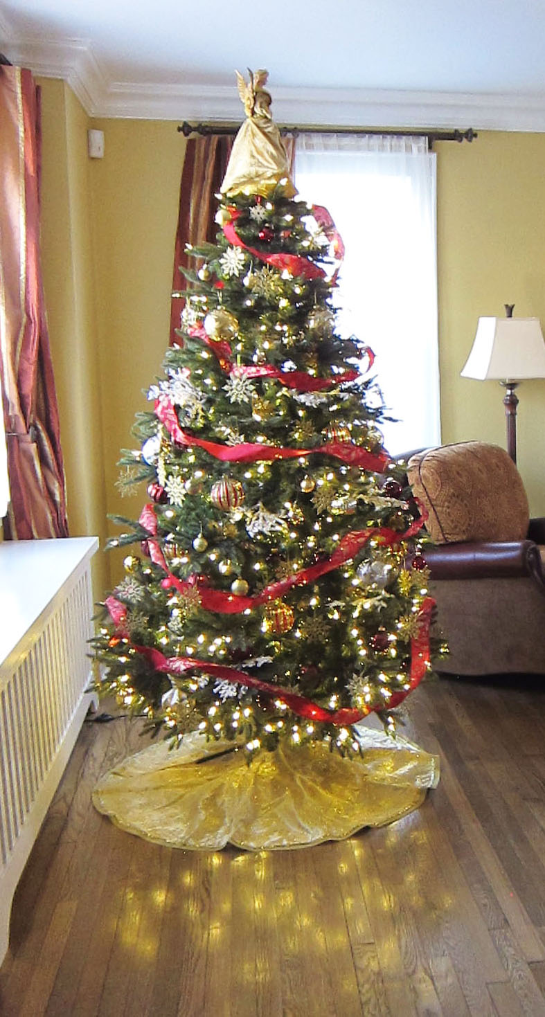 Christmas Tree decorating service by Heather McManus of ...